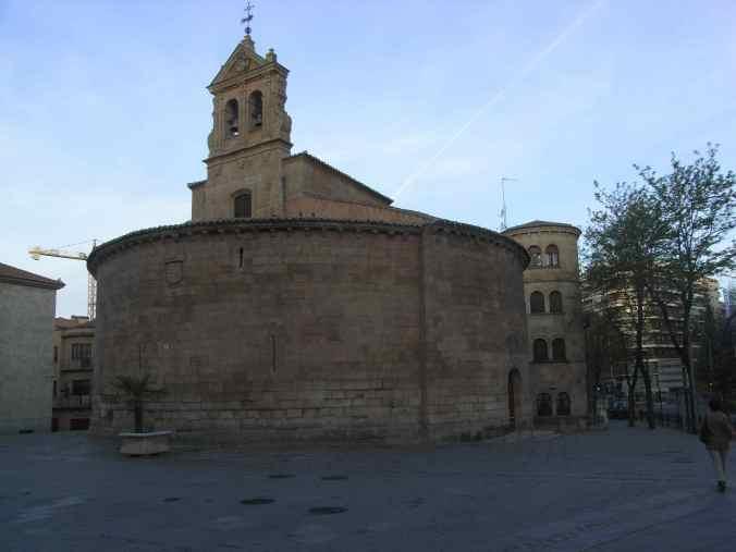 Iglesia circular a la salida de Salamanca