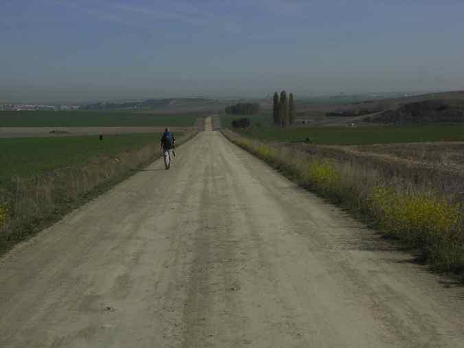 Interminables rectas en los caminos de estos días