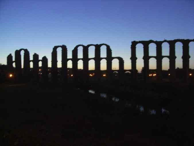 Acueducto al amanecer