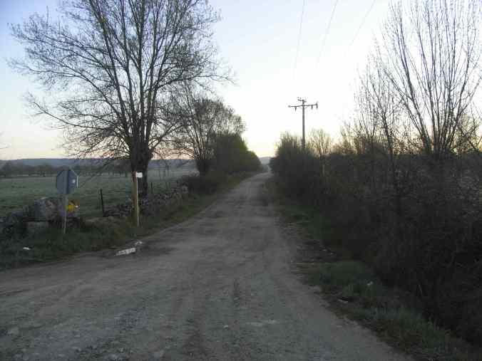Vista del camino con sus flechas