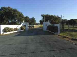 Puerta de acceso a la finca Yerbabuena