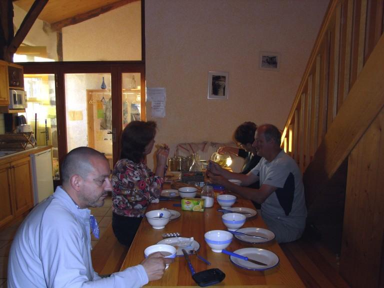 Desayuno peregrino el el albergue de Monistrol