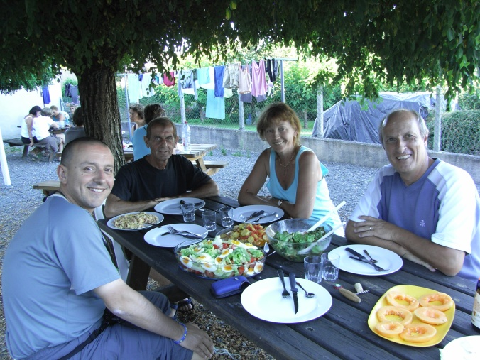 Cena peregrina en albergue