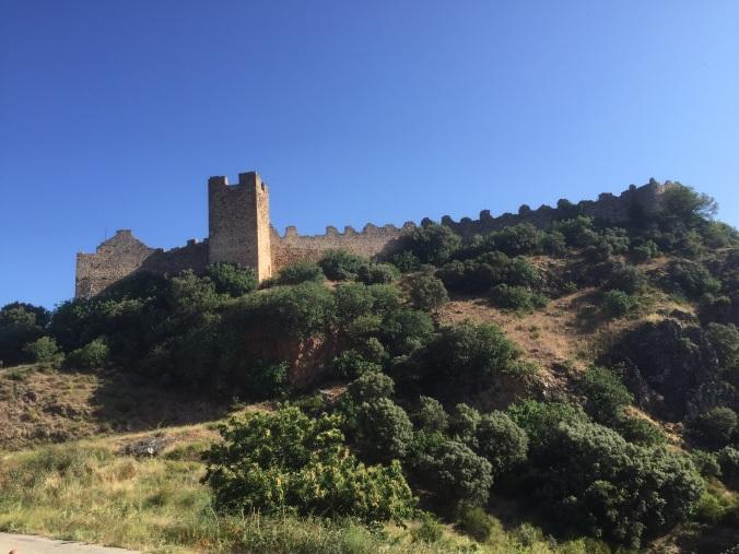 Vista del castillo de Cornatel