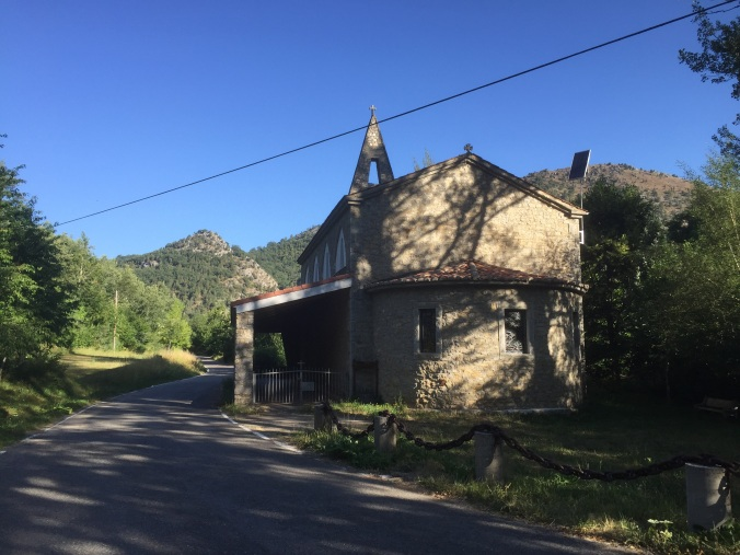 Ermita en el camino
